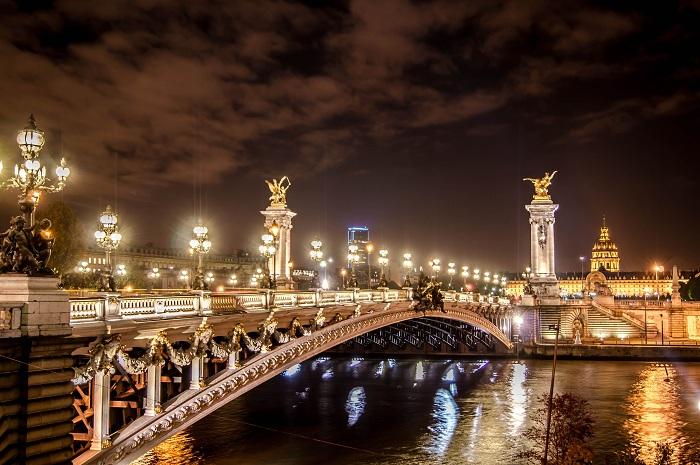 Ночной прекрасный Париж не оставит равнодушным никого после прогулки по городу в вечернее время.