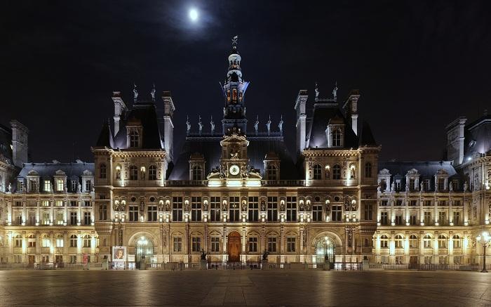 Ночной Люксембургский дворец в вечернее время по-особенному прекрасен, построен он в 1615-1631 гг. в Люксембургском саду в Париже.