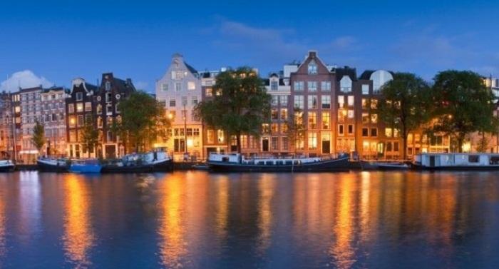 Прекрасный ночной вид города, который очарует и подарит массу положительных эмоций.