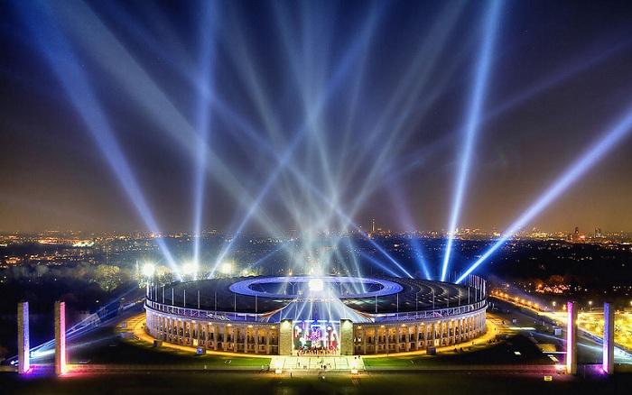 Олимпийский стадион в Берлине построен в 1936 году с необыкновенной подсветкой.