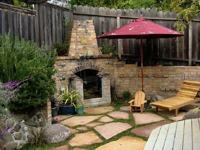 Оригинальное решение чтобы разместить камин во дворе, что станет просто находкой для интерьера.