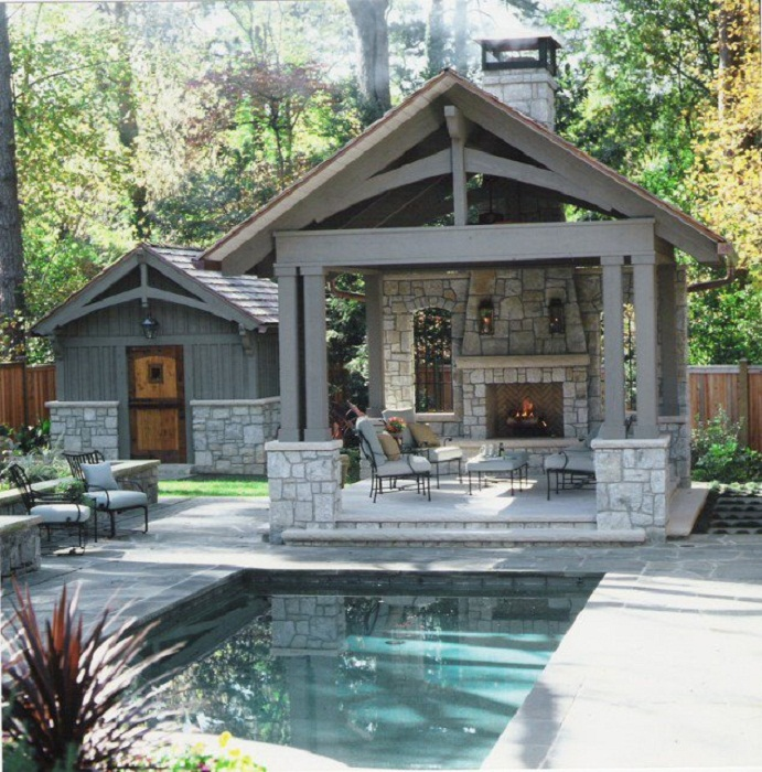 Хорошенький вариант создать место для отдыха под навесом с необыкновенным камином.
