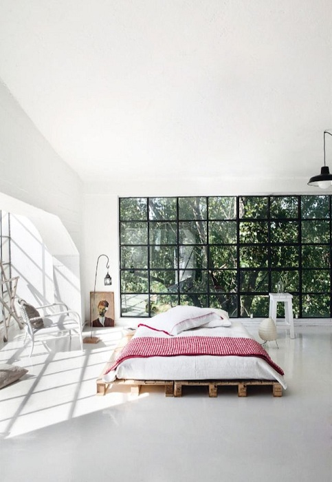 Идеальная конструкция кровати, один из самых лучших вариантов для оформления современной спальни.