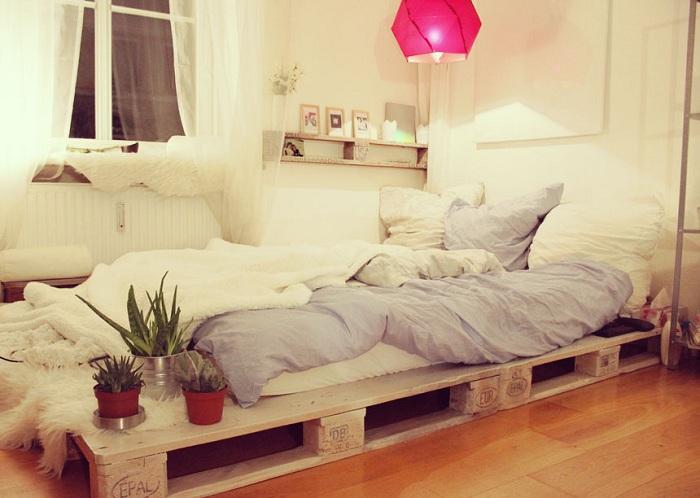 Нежный и женственный декор в спальни, то что поможет создать теплую и уютную обстановку.