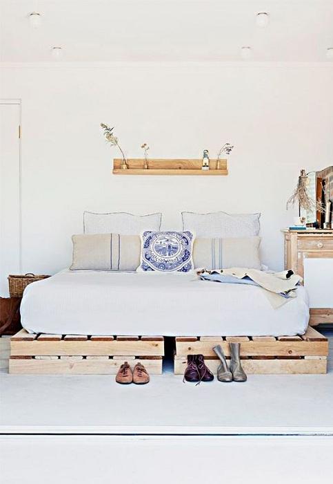 Поддон кровати может источать серьезную консервативную атмосферу в спальне.