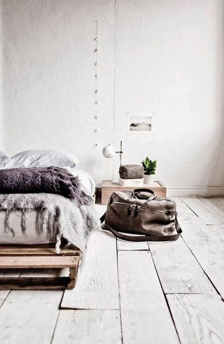 Минималистичный дизайн спальной в нейтральных тонах, то что нужно для души.
