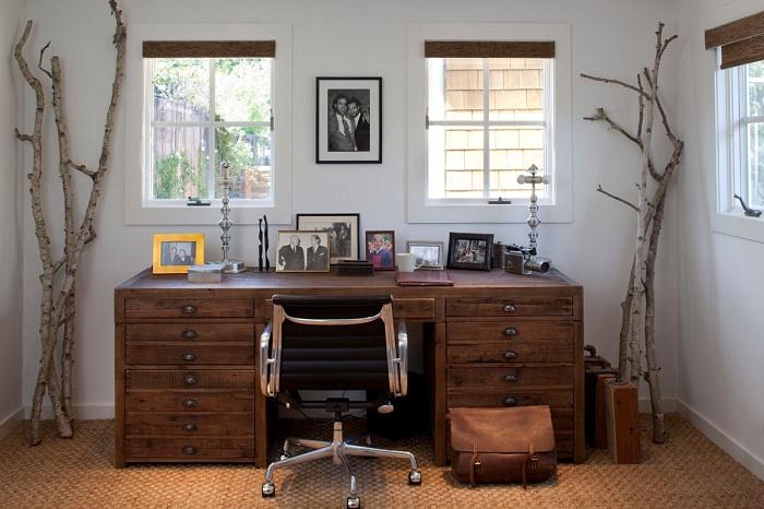 Декор ветками углов в комнате создаст особенное пространство - зону комфорта.