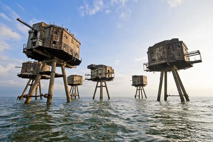 Эта морская крепость была создана для защиты берегов Англии от нападения Германии во время Второй Мировой Войны. Впоследствии она была выведена из эксплуатации в 1950 году, а сейчас заброшена полностью.