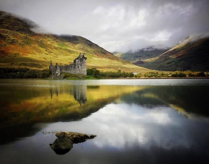 Замок построен в 1400-х годах для влиятельных людей, но в 1700-х был заброшен. В настоящее время является одним из лучших мест для фотосъемок.