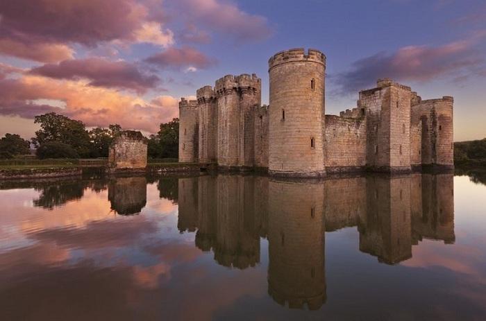 Пережив несколько войн замок Бодиам был заброшен, а сегодня является достопримечательностью и открыт для общественности.