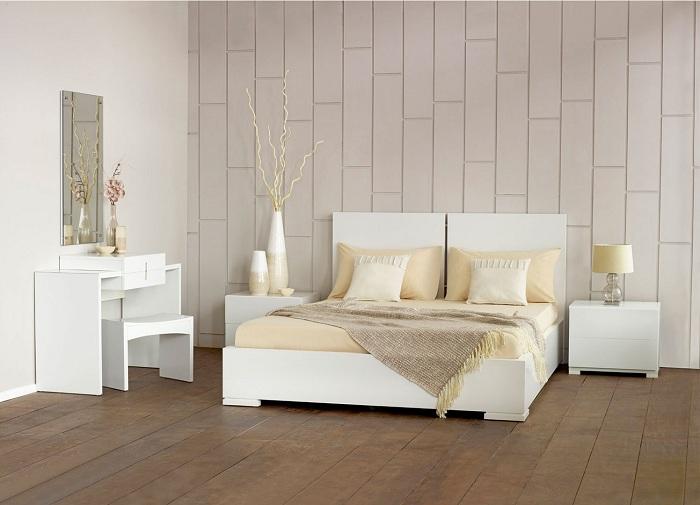 Светлый интерьер спальной комнаты сам по себе обладает особенной харизмой.