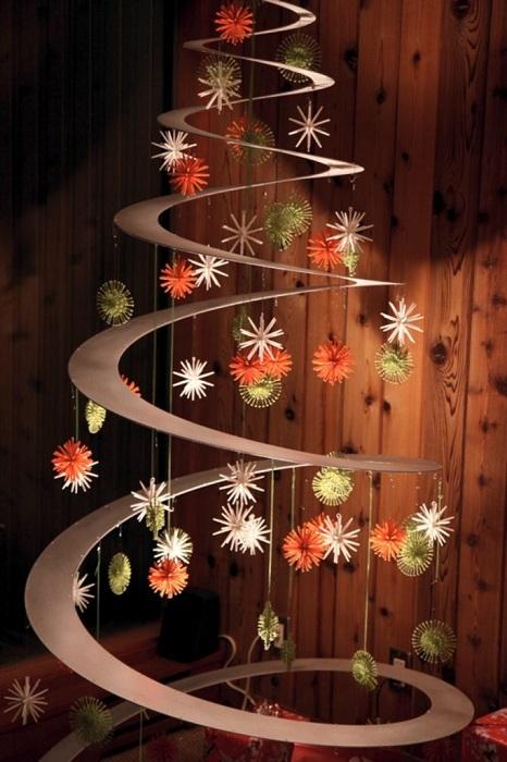 Хороший пример украшения интерьера в новогоднем стиле.