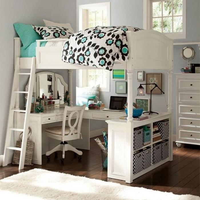Отменный вариант оформления оригинальной двухуровневой спальни, что станет изюминкой любого дома, квартиры.