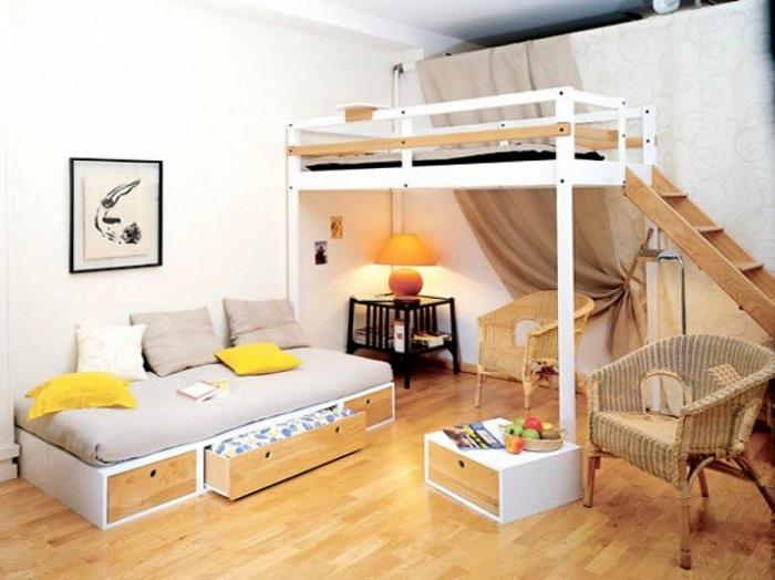 Спальня создана весьма нестандартно и отменно, оформление её запомнится на долгое время.