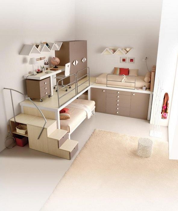 Оптимальное оформление комнаты для сна в легких и сладких кофейных тонах.