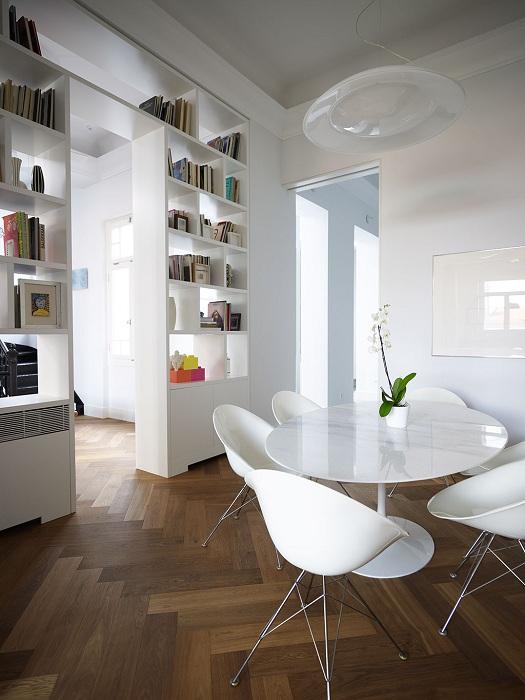 Оформление интерьера комнат в белом цвете с правильным разделением зон.