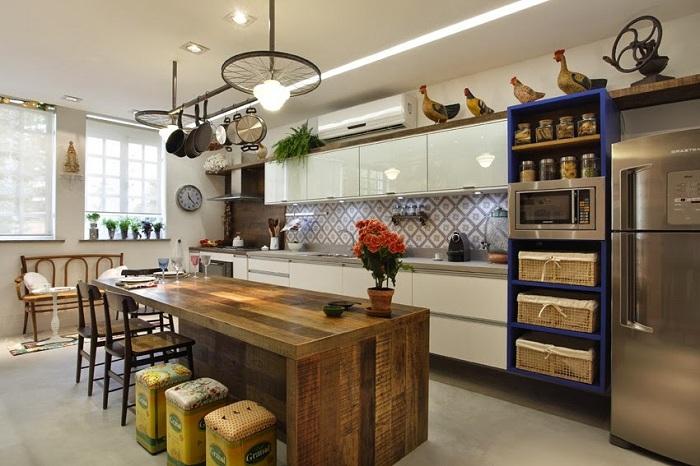 Интерьер современной кухни в рустикальном стиле.