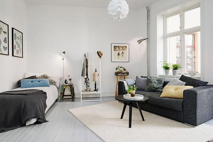 Удачный пример оформления крохотной однокомнатной квартиры, что понравится.
