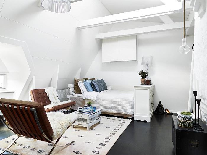Просто шикарное решение правильно обустроить крохотную квартиру.