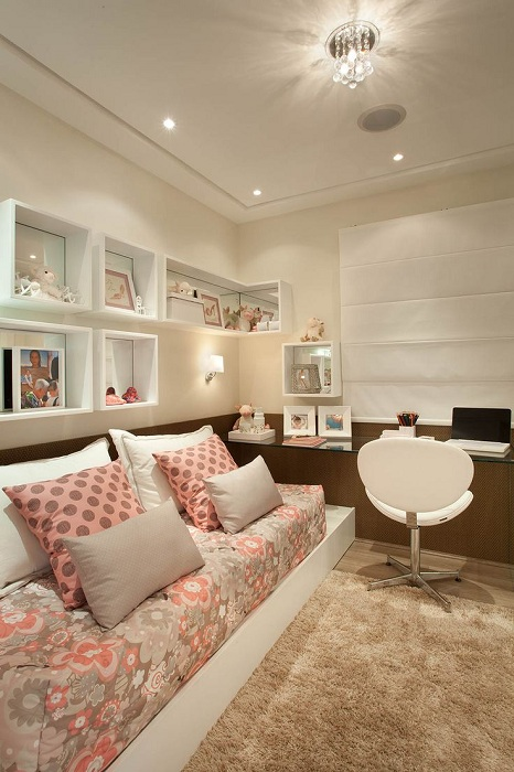 Легкая и нежная обстановка в комнате, станет особенностью для комнаты такого типа.
