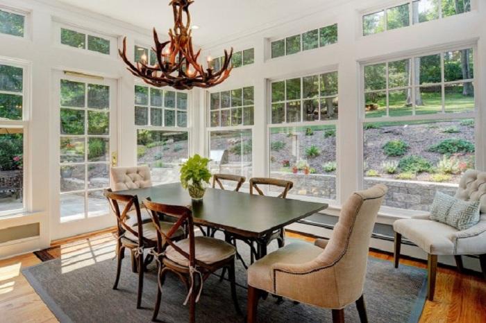 Столовая с отличным видом - прекрасный вариант создать интересную и яркую атмосферу.