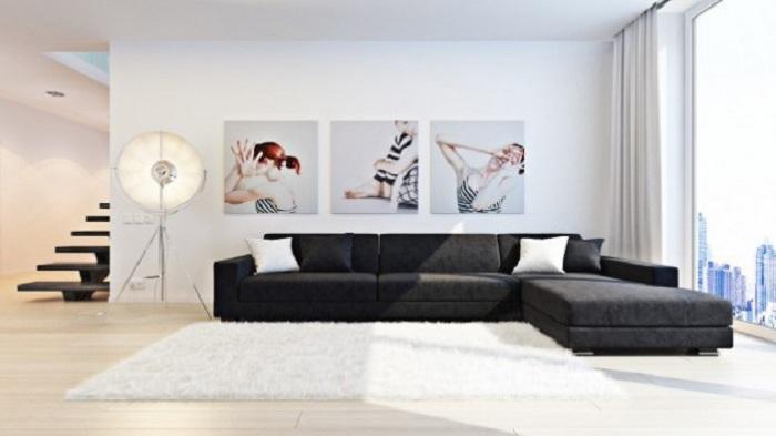 Игривая и яркая картина из трех секций - вносит особое настроение в комнату.