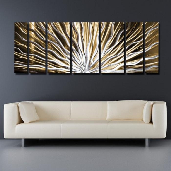 Классика в соотношении с яркой картиной - это атмосфера для творчества и душевных разговоров.