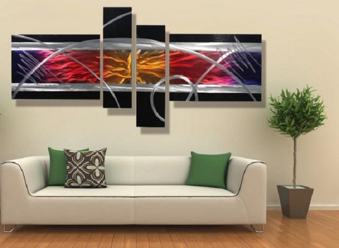Картина с изображенной абстракцией - особый момент в создании настроения этой комнаты.
