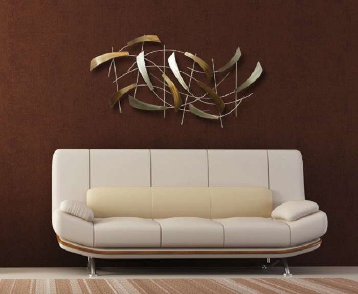 Стиль настенного украшения диктует необычное настроение комнаты и неординарность.