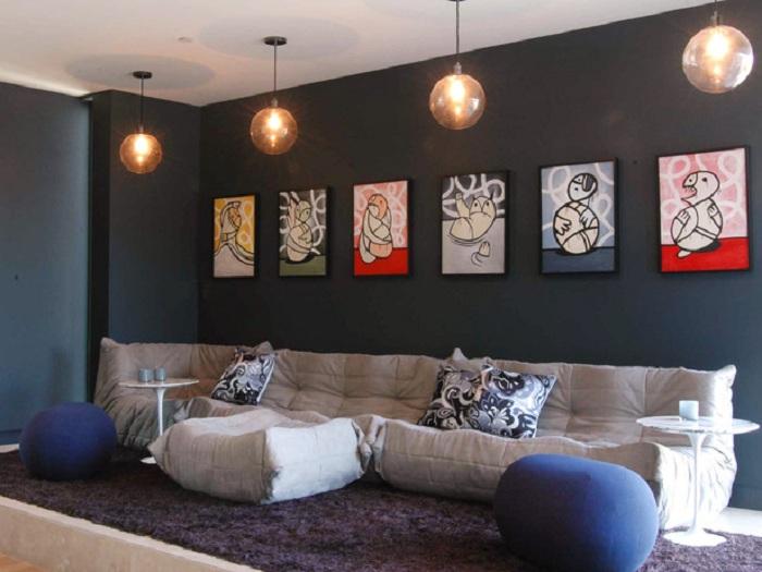 Картины как дополнение к уютной атмосферы комнаты.