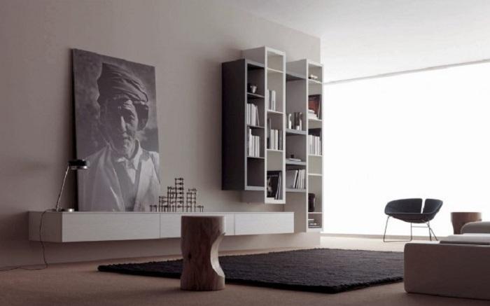 Черно-белые предметы интерьера в сочетании с прекрасной картиной.