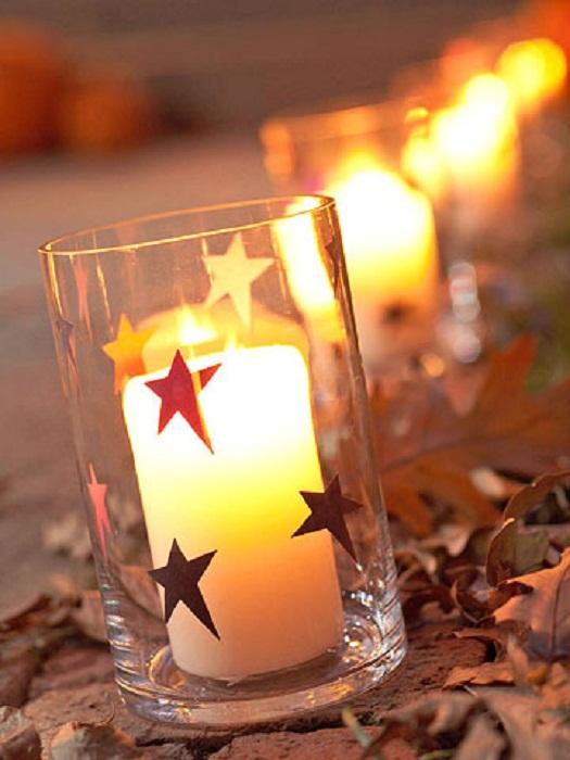 Симпатичный вариант преобразить любую комнату благодаря правильному декорированию её свечами.