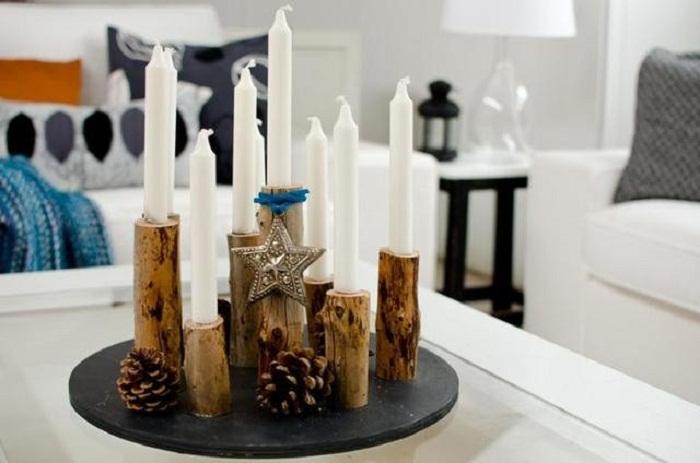 Хорошенький вариант декорировать бокалы с помощью подставок с дерева.