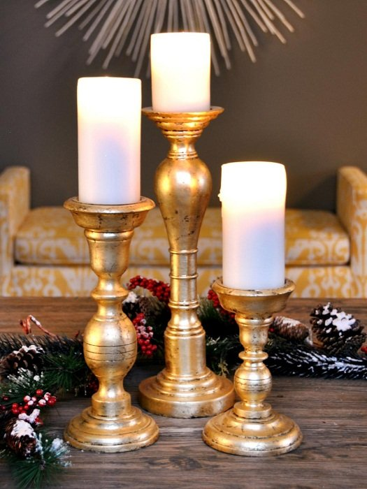 Пожалуй один из самых лучших вариантов декорирования подсвечников при помощи золотистой краски.