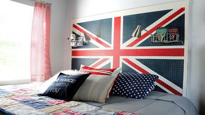 Яркое дизайнерское решение для спальни.