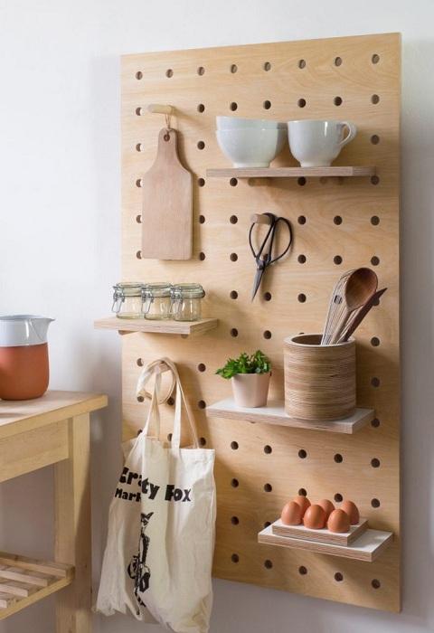 Укромный уголок на кухне для хранения кухонной утвари.
