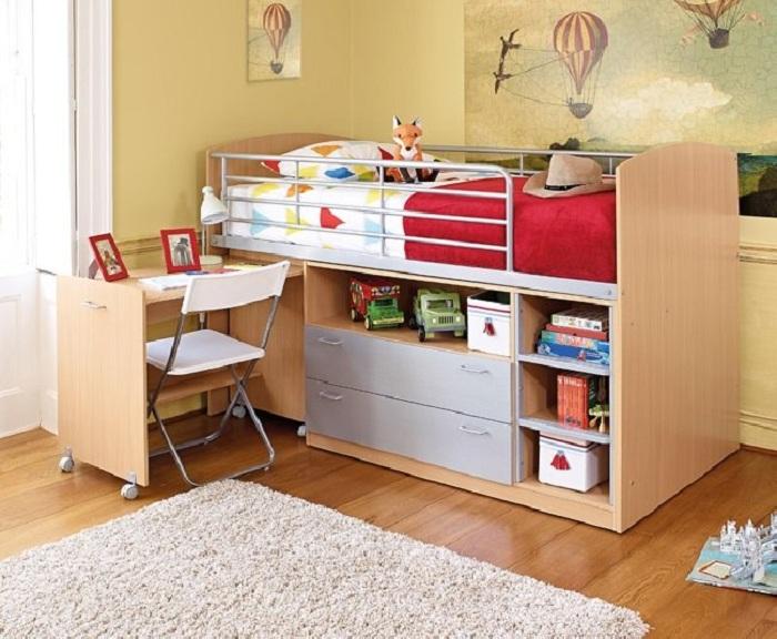 Кровать с удобной системой хранения для дошкольника