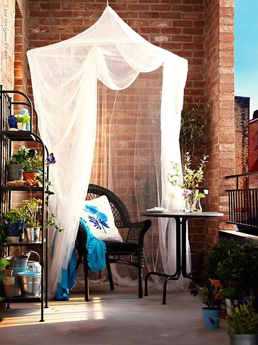 Интересная и приятная остановка на балконе, то что порадует с первого взгляда и навсегда.