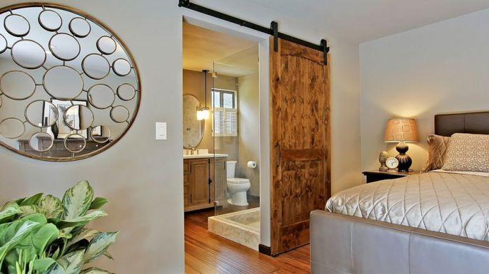 Красивая и оригинальная деревянная дверь украсит интерьер и создаст теплую, уютную обстановку в любой из комнат.
