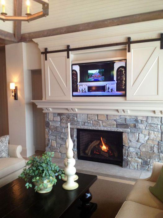 Хороший вариант оформить место под телевизор, которое возможно скрыть и создать интересный интерьер.