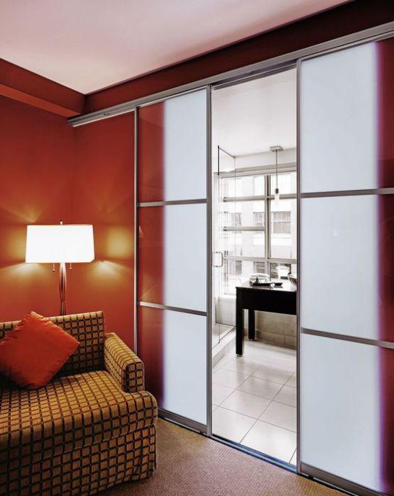 Двери в современном стиле, станут просто находкой для такого интересного интерьера.