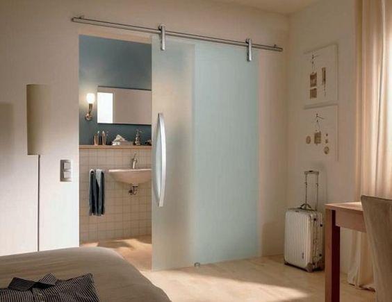 Отличное оформление комнат разделенных раздвижными дверьми, то что определенно понравится.