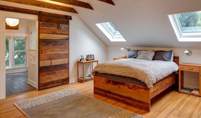 Хороший вариант оформления спальни с множеством деревянных элементов, что создаст тонкую и очаровательную атмосферу.