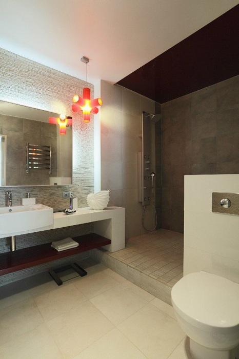 Хороший варіант створити простору ванну кімнату, якщо дозволяє площа і відмінно укомплектувати її.