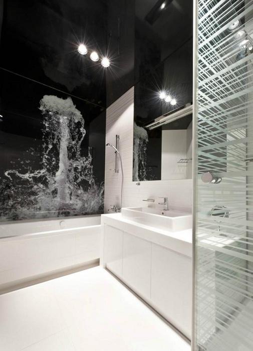 Принт на стене в ванной комнате станет просто лучшим вариантом для создания невероятного интерьера.