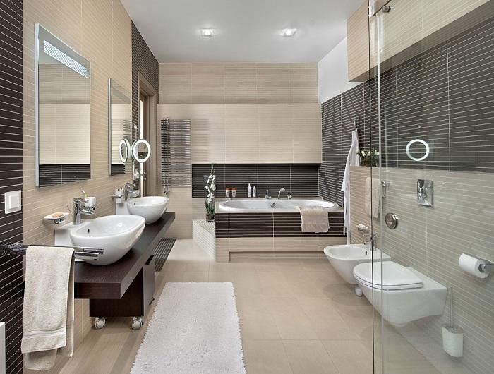Удачное сочетание бежевого и шоколадного цвета в декоре ванной комнаты, что точно понравится.