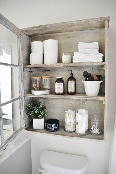 Уголок для хранения нужных вещей в ванной комнате.
