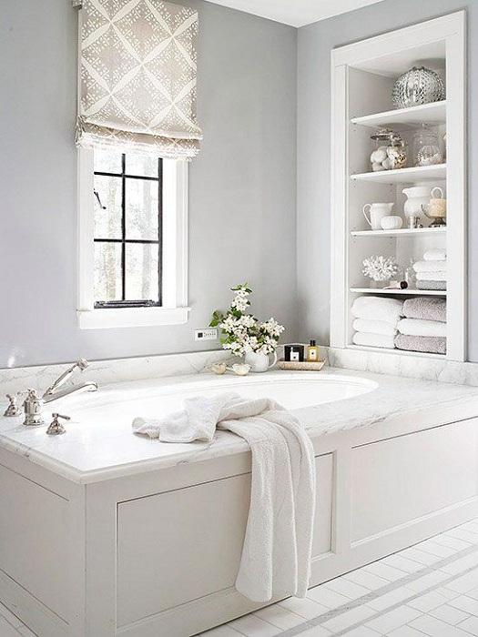 Оформление ванной комнаты в белых тонах – место расслабления и отдыха.
