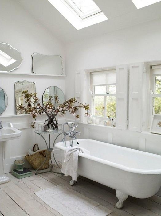 Ванная комната с большим количеством зеркал, будет отражать намного больше света.