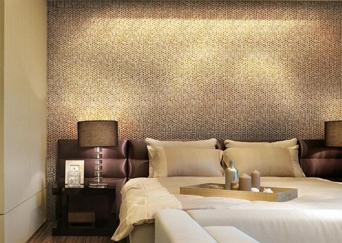 Круглая мозаика отлично подходит не только для оформления стен ванной или кухни, но и даже для спальни.